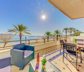 BEACHFRONT APARTMENT SARALEGUI
